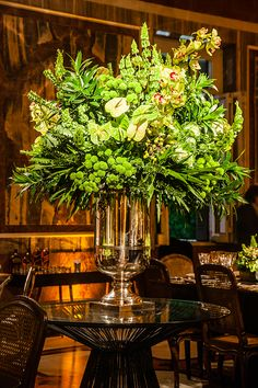 White Floral Arrangements, Beautiful Flower Arrangements, Beautiful Flowers, Boho Wedding Decorations, Flower Decorations, Flores Do Altar, Floral Wedding, Wedding Flowers, Green Centerpieces