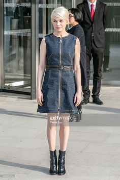 michelle-williams-attends-the-louis-vuitton-show-as-part-of-the-paris-picture-id465891014 (683×1024)