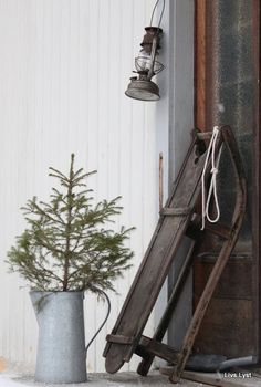 Enamelwareis the perfect holiday accesory and can be used in a vast array of clever and creative ways, here are just a few ideas for using it in your home.