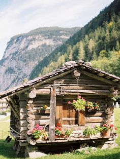 Log Cabin in Lauterbrunnen Switzerland | photography by http://marinakoslowphotography.com