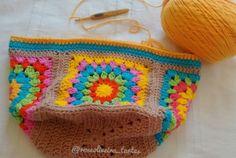 Bom dia amigas crocheteiras! Vim compartilhar com vocês minha Bolsa de Squares bem no estilo hippie chic. Usei barroco maxcolor...