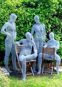 Garden party - wire sculptures by Derek Kinzett