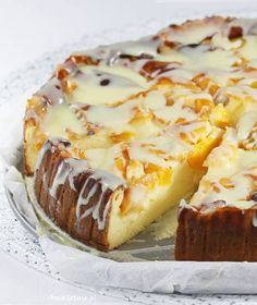 Sernik pieczony z serków waniliowych z brzoskwiniami. Cheesecake baked with vanilla cheeses and peaches. Dessert Drinks, Coffee Cake, Cheesecakes, Sweet Recipes, Baking Recipes, Sweet Tooth, Bakery, Good Food, Food And Drink