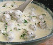 Perisoare in sos de smantana Food Porn, Good Food, Yummy Food, Romanian Food, Romanian Recipes, Cooking Recipes, Healthy Recipes, Dessert Drinks, Foods To Eat