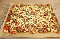 Die Schüttelpizza Low Carb fertig für den Ofen