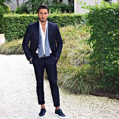 Summervibes....Read more on www.reza-style.com & @reza__01 #rezastyle #menssuit #suit #fashion