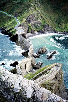 a road! Causeway to the Ermita de San Juan, San Juan de Gaztelugatxe, Basque country, Spain. Places Around The World, The Places Youll Go, Places To See, Around The Worlds, Costa, Beau Site, Destinations, Chef D Oeuvre, Basque Country