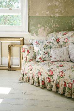 I love this old English #slipcovered #chintz #sofa
