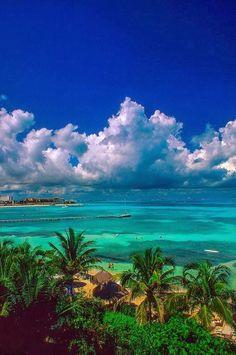 Belleza tropical que se disfruta durante los 365 días del año. #Cancun, uno de los rincones más bonitos del planeta, en #Mexico.