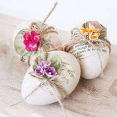 Decoupage Easter Egg These pretty decoupage eggs were made with some patterned tissue paper rescued from the bin. Egg Crafts, Easter Crafts, Easy Diy Crafts, Easter Ideas, Spring Crafts, Holiday Crafts, Easter Bunny, Easter Eggs, Happy Easter