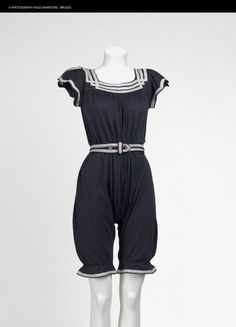Want!! Vintage Outfits, Vintage Dresses, Edwardian Fashion, Vintage Fashion, Belle Epoque, Mode Costume, Vintage Swimsuits, Vintage Bikini, Bathing Costumes