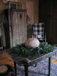 Give your home country charm with Farmhouse Decor Primitive Living Room, Primitive Fall, Primitive Homes, Primitive Furniture, Primitive Antiques, Country Primitive, Primitive Decor, Primitive Kitchen, Primitive Curtains