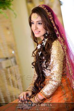 love this dupatta with those colors for a mehndi Pakistani Mehndi Dress, Dulhan Dress, Bridal Mehndi Dresses, Pakistani Formal Dresses, Pakistani Bridal Wear, Indian Bridal Fashion, Formal Dresses For Weddings, Bridal Looks, Bridal Style