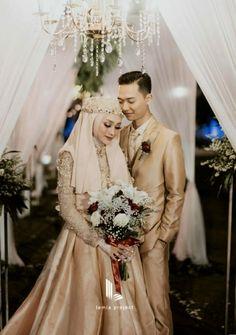 Hijabi Wedding, Muslimah Wedding Dress, Muslim Wedding Dresses, Wedding Bride, Hijab Bride, Javanese Wedding, Indonesian Wedding, Muslim Wedding Photos, Foto Wedding