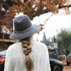 Fall hats are my favorite Minimalist Wardrobe Essentials, Bronze Hair, Fall Hats, Hair Day, Pretty Hairstyles, Get Dressed, Autumn Winter Fashion, Winter Style, Her Hair