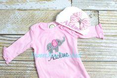 Bébé fille nouveau-né robe éléphant et nom, robe nouveau-né monogram, bébé fille prendre maison costume, costume de bébé fille éléphant ou Body