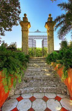 Vizcaya Gardens, Miami, FLORIDA.   (by pedro lastra, via Flickr)