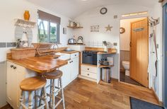 Shepherds Rest is a luxurious shepherds hut in a tranquil setting between the woodland and the water. With a fully equipped kitchen, bathroom and deck. Small Open Plan Kitchens, Open Plan Kitchen Living Room, Tiny House Living, Small Living, Glamping, Tiny House Nation, Shepherds Hut, Tiny House Movement, Tiny Spaces