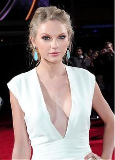 Tylor swift's sexy and fresh red carpet look