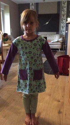 Pia's erstes selbst genähtes Kleid,aber noch nicht ganz fertig