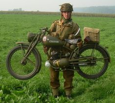 "Modern re-enactor photo - 1944 Royal Enfield ""Flying Flea"" (designed to be dropped by parachute with airborne troops for WWII) British Motorcycles, Vintage Motorcycles, Custom Motorcycles, Triumph Motorcycles, Royal Enfield, Estilo Cafe Racer, Enfield Motorcycle, Motorized Bicycle, Dream Garage"