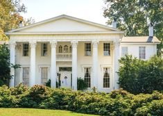 House Without Shutters, Ancient Greek Buildings, Dentil Moulding, Mansard Roof, Stucco Exterior, American Houses, Roman Architecture, Hip Roof, Gambrel