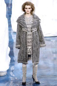 Sfilata Chanel Parigi - Collezioni Autunno Inverno 2010/2011 - Vogue