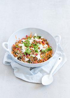 Superlekker en voedzaam recept voor Marrokkaanse boekweitsalade met granaatappel en geroosterde kikkererwten. - moroccan salad