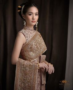 Thailand National Costume, Thailand Costume, Thai Traditional Dress, Traditional Outfits, Thai Wedding Dress, Wedding Dresses, Thai Fashion, Thai Dress, Thai Style