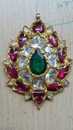 Pandent diamond, ruby and emreld