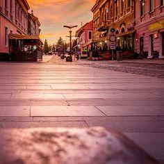 #sunset #sunsets #sunsetsky #pink #city #citysunset #sky #cityphotos #hdr #hdr_lovers #hdr_professional #street #streetphotography #streetphoto #colorful #colorfulsky #dslr #dslrphotography #romania #orastie