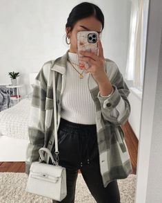 Classic Thick Colorblock Checked Button Down Shirt Jacket Woolen – sunifty Casual Winter Outfits, Winter Fashion Outfits, Look Fashion, Trendy Outfits, Classic Fashion Outfits, Classy Fall Outfits, Woman Fashion, Böhmisches Outfit, Kleidung Design