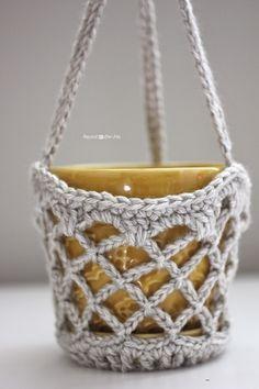 Repeat Crafter Me: Crochet Flower Pot Hanging Basket. Tutorial :-) ༺✿ƬⱤღ  http://www.pinterest.com/teretegui/✿༻
