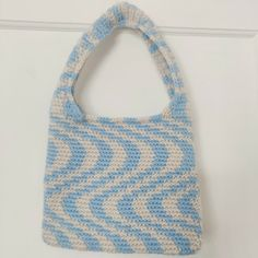 Crochet Daisy, Knit Or Crochet, Crochet Crafts, Crochet Projects, Crochet Designs, Crochet Patterns, Black Velvet Jacket, Knitted Bags, Crochet Fashion