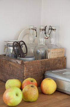 Kitchen decor hacks: Don't rush throughout the wall paint color on impulse. Rushing a paint job could cause a color choices. Observe how everything comes together under different lighting. You could possibly come to the shade just like you first thought Kitchen Dining, Kitchen Decor, Kitchen Wood, Kitchen Design Gallery, Primitive Kitchen, Primitive Country, Primitive Decor, Wooden Crates, Wood Boxes