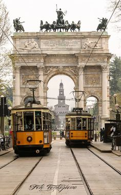 Peter Witt Trams in Milano. The Trams are build in but are still in service on many lines in Milano. In the background Arco della Pace and Castello Sforzesco Best Places To Travel, Great Places, Beautiful World, Beautiful Places, Oriental Hotel, Bonde, Light Rail, Spain And Portugal, Four Seasons Hotel