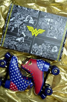Patins Wonder woman Omg where can I find these? Retro Roller Skates, Roller Skate Shoes, Quad Roller Skates, Roller Disco, Roller Derby, Roller Skating, Rollers, Skate Girl, Sock Shoes