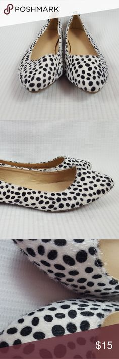 Old Navy pointy Toe furry Leopard print flats sz 7 Pre-owned in wearable condition ballet flats , gently used... Old Navy Shoes Flats & Loafers