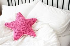 Download Sirius Star Pillow Crochet Pattern (FREE)