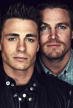 Colton Haynes and Stephen Amell - Pins Für Alles Oliver Queen Arrow, Arrow Cast, Arrow Tv, Emily Bett Rickards, Green Arrow, The Flash, Batwoman, New Girl, Teenage Mutant Ninja Turtles