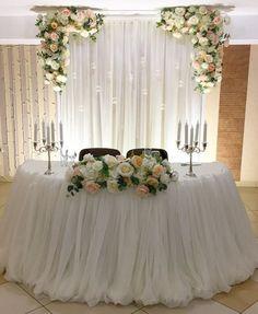 Head Table Wedding Decorations, Sweet Table Wedding, Head Table Decor, Wedding Reception Backdrop, Bridal Table, Rustic Wedding, Head Tables, Wedding Themes, Elegant Wedding