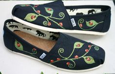 Pinterest Painted Ladybugs | LOVE MY CAT'S PORTRAITS ON MY TOMS! :) by Alice from Shoe Trip ... Tie Dye Shoes, Custom Vans Shoes, Painting Shoes, Painted Canvas Shoes, Decorated Shoes, Lady Bugs, Embroidered Clothes, Shoe Art, Spring Shoes