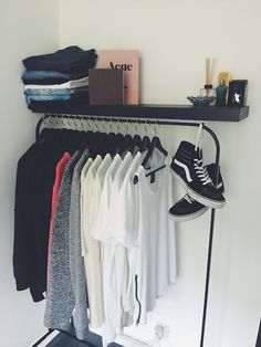 The Classy Issue Bedroom Setup, Room Ideas Bedroom, Bedroom Decor, Home Room Design, House Design, Hypebeast Room, Minimalist Closet, Aesthetic Rooms, House Rooms