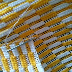 Heart stitch is one of the most famous crochet stitches out there. Some call it a puff stitch.Two-color ribs (columns) of crochet post-puff stitches.This Pin was discovered by Ley Crochet Blanket Patterns, Baby Knitting Patterns, Knitting Stitches, Sewing Patterns, Manta Crochet, Crochet Baby, Knit Crochet, Crochet Sunflower, Crochet Flowers