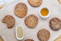 Εύκολα μπισκότα με ταχίνι & μέλι: χωρίς ζάχαρη, χωρίς γλουτένη & νηστίσιμα Greek Recipes, Vegan Recipes, Sweets Cake, Vegan Cake, Vegan Gluten Free, Cake Recipes, Ice Cream, Cookies, Breakfast