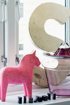 My favorite letter made of birch and a pink dala horse