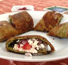 How about making a Moong Dal Cheela stuffed with Paneer for dinner. Serve it along with a sweet and spicy Tomato Chutney and a glass of chaas to make a complete meal. Yummy Appetizers, Appetizers For Party, Appetizer Recipes, Breakfast Soup, Indian Breakfast, Breakfast Recipes, Healthy Indian Recipes, Vegetarian Recipes, Simple Recipes
