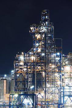 Luminous Nighttime Photos of European Oil Refineries Chemical Engineering, Process Engineering, Mechanical Engineering, Oil Platform, Oil Refinery, All Of The Lights, Oil Industry, Oil Rig, Industrial Photography