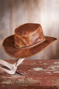 Image Leather Cowboy Hats, Cowgirl Hats, Mens Western Hats, Leather Workshop, Bike Wear, Leather Bags Handmade, Outfits With Hats, Leather Projects, Cool Hats