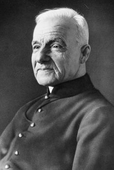 Saint André Bessette - Member of the Congregation of the Holy Cross in Montreal where he worked in the day as doorkeeper, and prayed through the night in his cell. Known for healing by prayer, and his great devotion to the intercession of Saint Joseph. Catholic Saints, Patron Saints, Roman Catholic, St Joseph, Papa Juan Pablo Ii, Catholic Online, The Afflicted, Vatican City, Brother